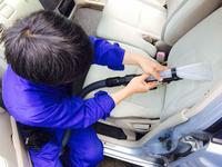 車内まるごと洗浄・消臭サービス シート汚れ洗浄中 鹿児島市ヒューマンライズ